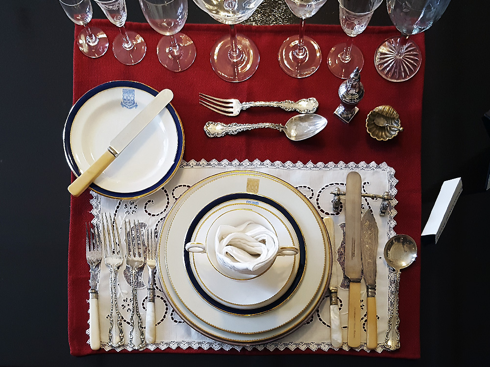 Dishes in a Victorian Era fashion