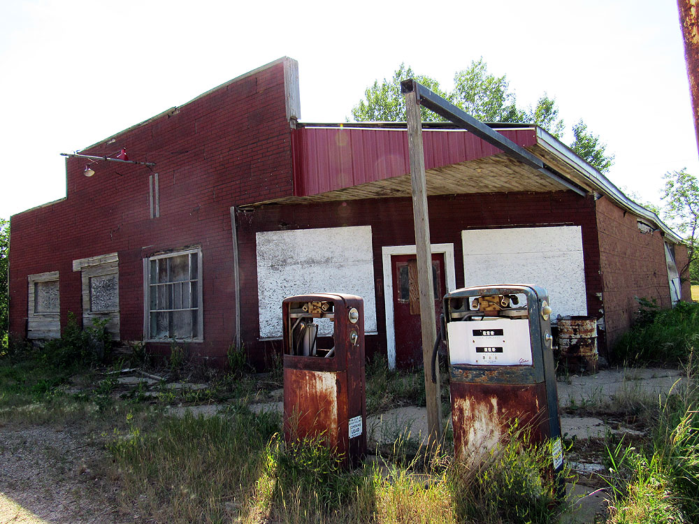 Another old gas station in Saskatchewan