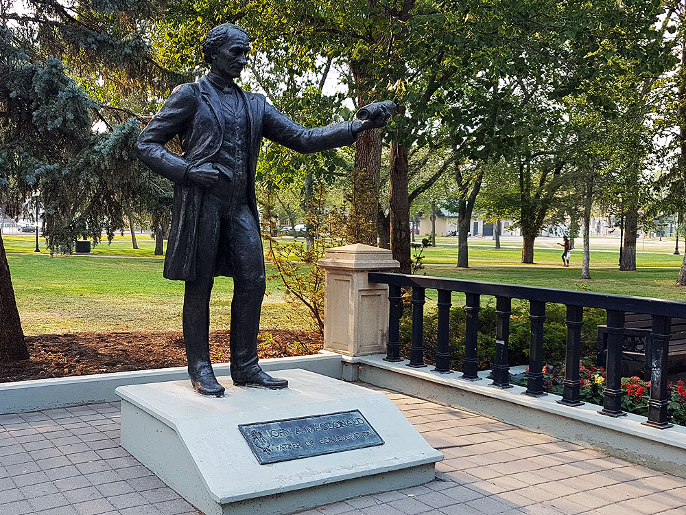 Current picture of statue of Sir John A. MacDonald