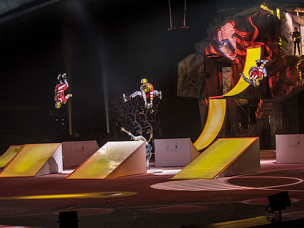 Hockey scene in Cirque du Soleil's Crystal