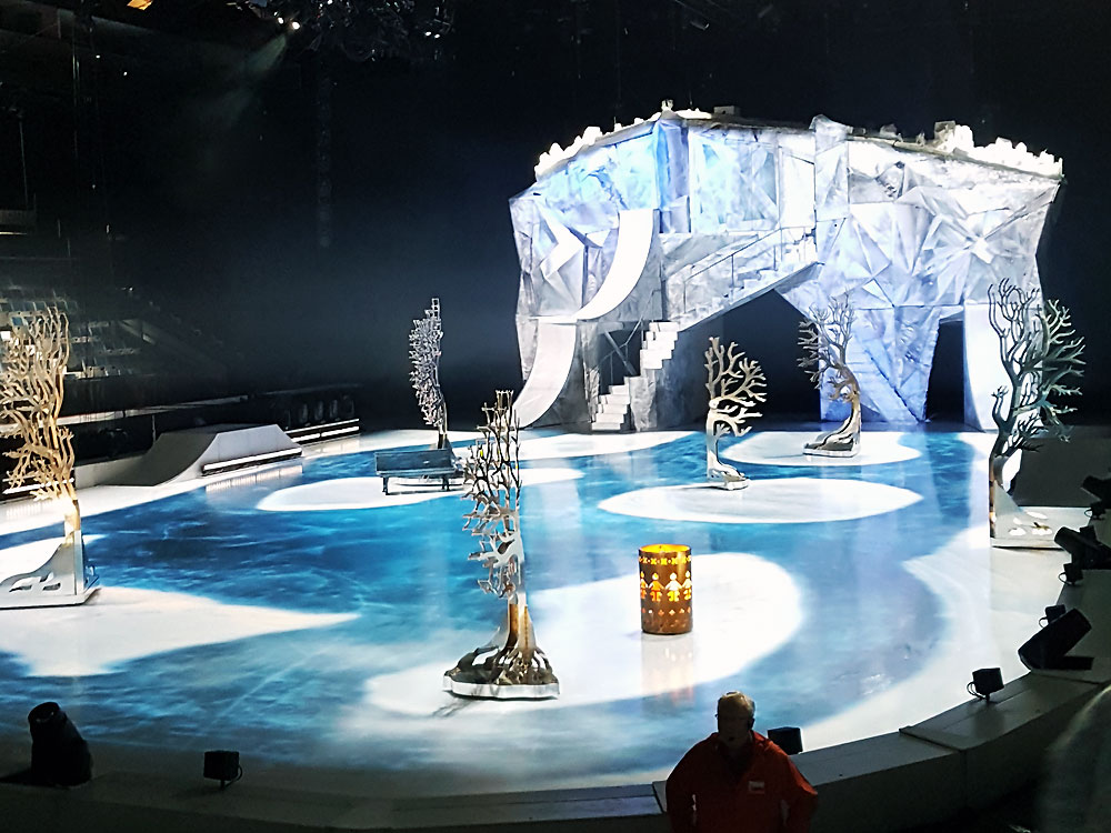 Cirque du Soleil's Crystal set in action