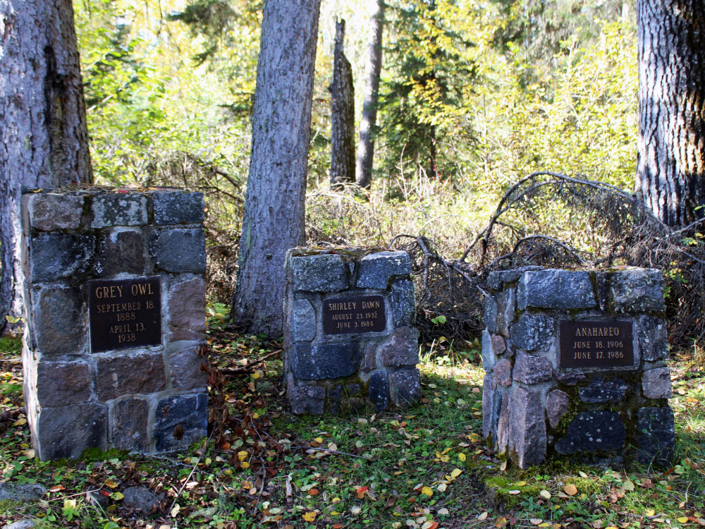 Gravesite of Grey Owl and family